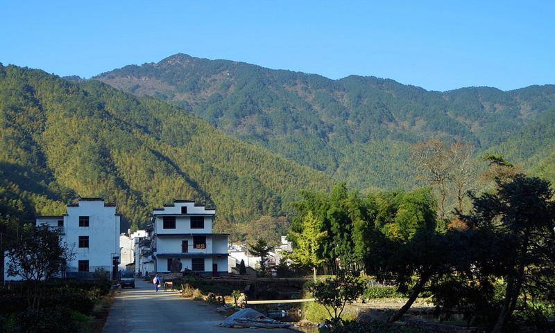 婺源鄣山村村口照片